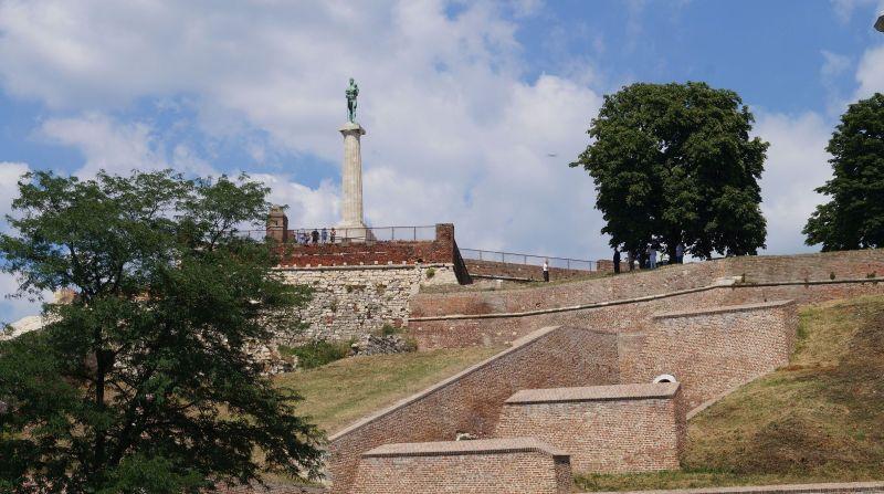Nad twierdzą Kalemegdan góruje pomnik Pobednika (Zwycięzcy)