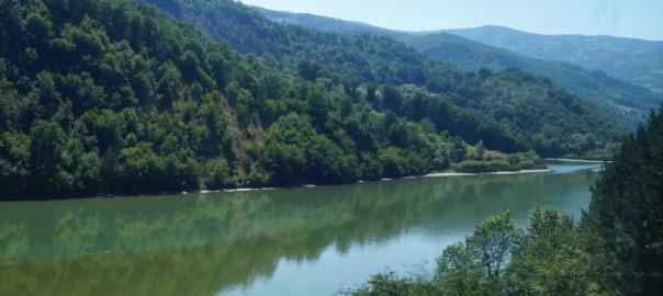 Serbskie krajobrazy oglądane z okien pociągu relacji Belgrad - Bar