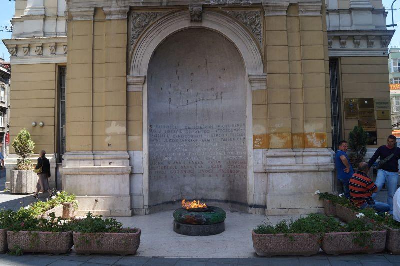 Vječna vatra, czyli wieczny ogień, który płonie od 6 kwietnia 1946 roku upamiętniając ofiary II wojny światowej