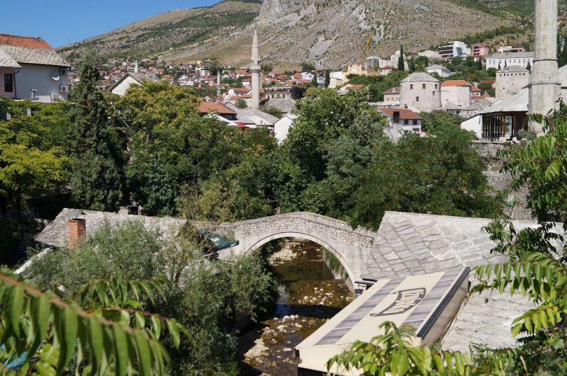 Krzywy Most łączący brzegi rzeczki Radobolja