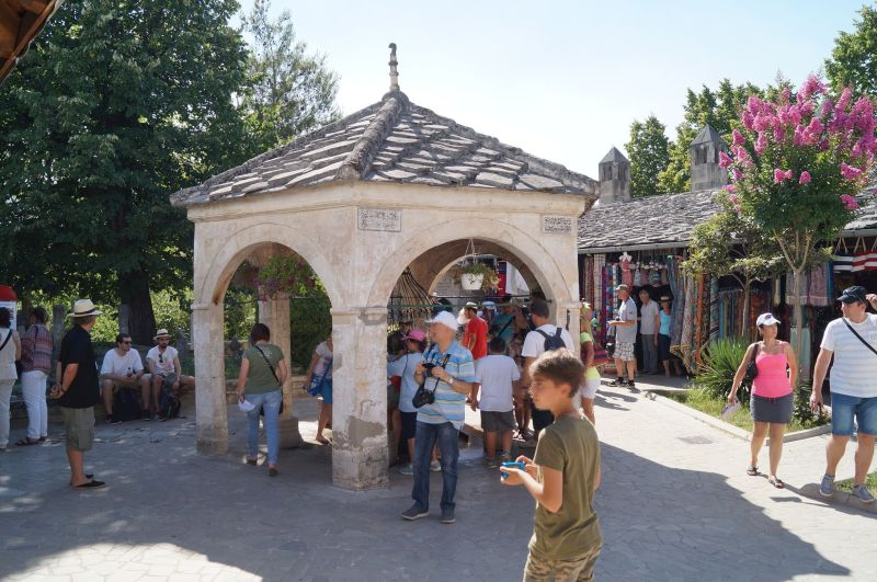 Studnia przed meczetem Koski Mehmed Paszy w Mostarze