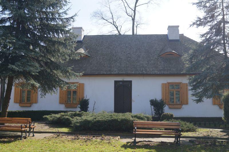 Oficyna dworska w Woli Okrzejskiej, obecnie Muzeum Henryka Sienkiewicza