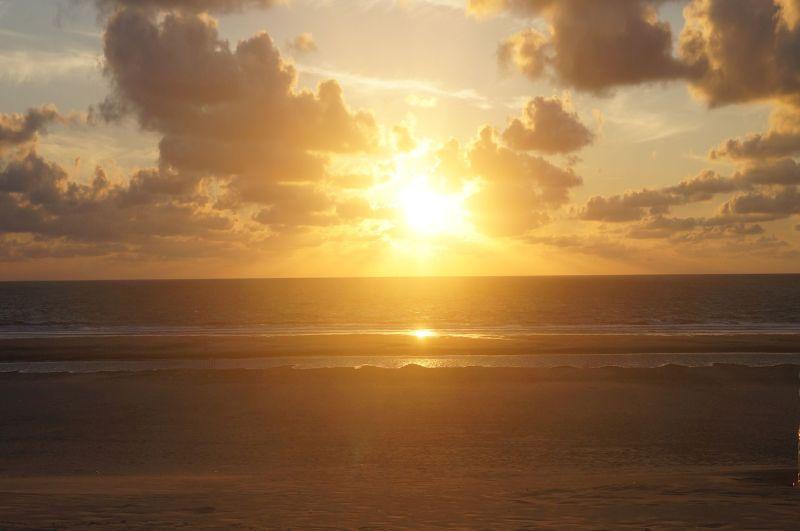 Zachód słońca nadoceanem