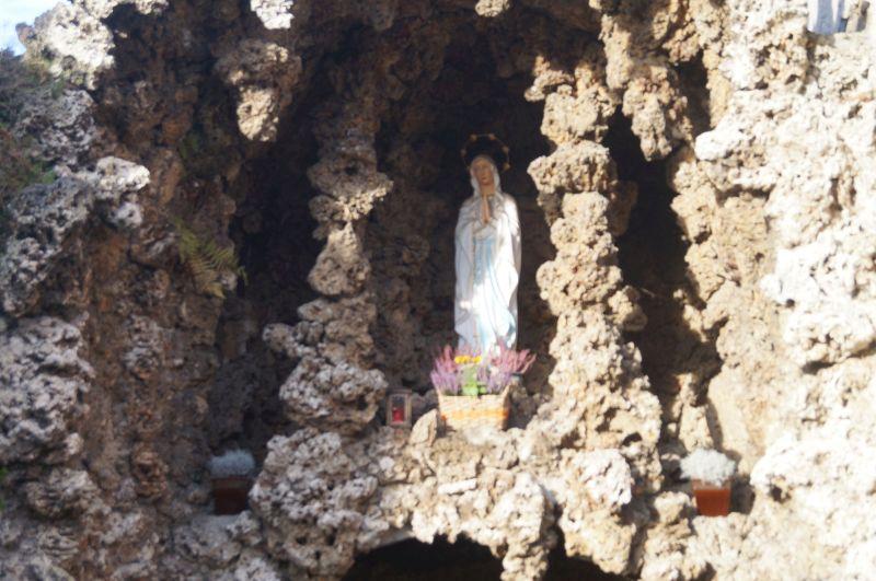 Grota Maryjna na cmentarzu w Chróścicy (niem. Crostwitz)