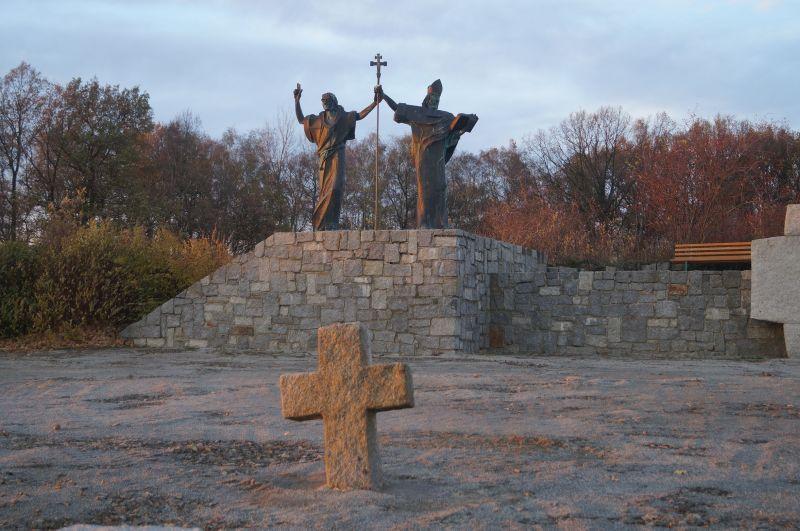 Pomnik Cyryla i Metodego w Šmochćicy (niem. Schmochtitz)