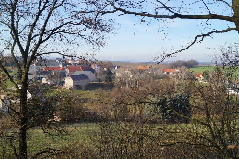 Widok na Wotrow (niem. Ostro) z pierwszego grodziska Serbołużyczan