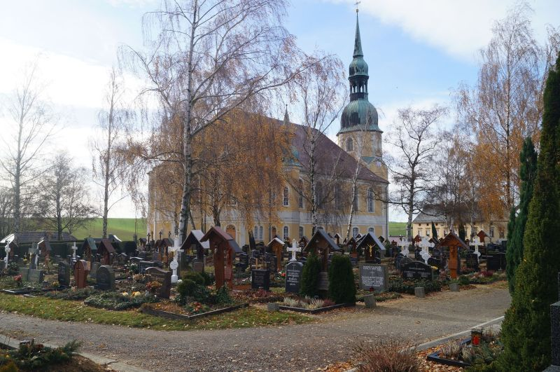 Cmentarz i kościół w Chróścicy (niem. Crostwitz)