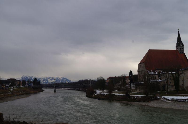 Kapryśna rzeka Salzach, nadktórą położony jest Oberndorf