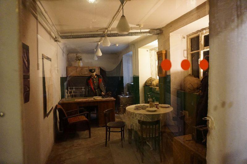 Figura woskowa Friedricha Paulusa w jego stalingradzkiej kwaterze - obecnie Muzeum Pamięci
