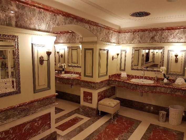 Zabytkowe toalety w GUM-ie