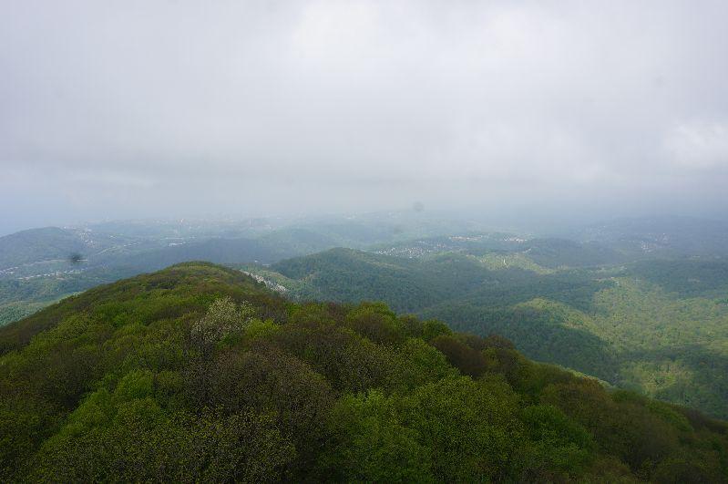 Trochę zamglone, ale przepiękne okolice Wielkiej Soczi - widok z góry Achun