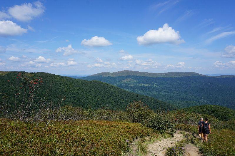 Zejście z Wielkiej Rawki niebieskim szlakiem