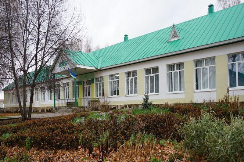 Odnowiona szkoła w Starej Otradzie