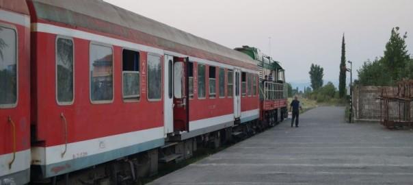 Skład albańskiego pociągu relacji Szkodra - Durres