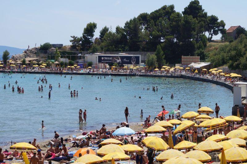 Bačvice to idealna plaża dla rodzin z dziećmi, bo przy brzegu jest bardzo płytko