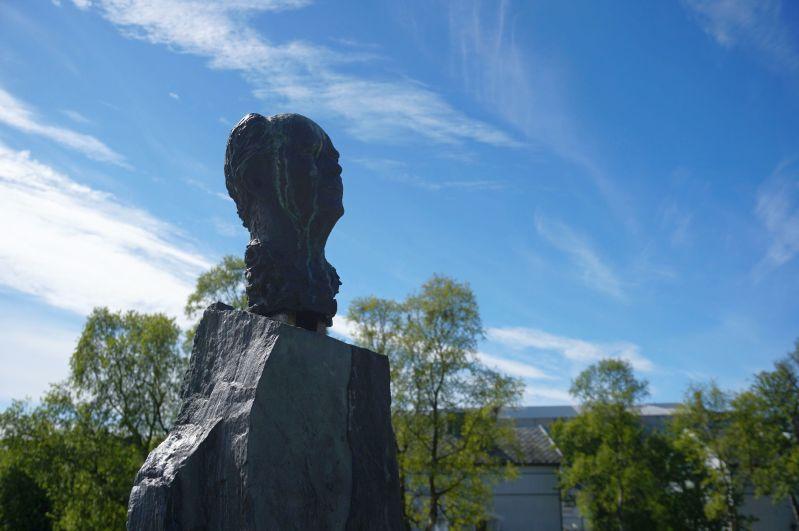 W Kirkenes można zobaczyć pomnik Stoltenberga
