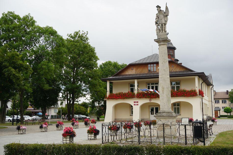 Rzeźba Świętego Floriana narynku wNarolu