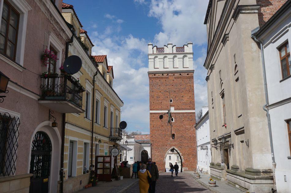 Brama Opatowska zalicza się donajważniejszych zabytków Sandomierza