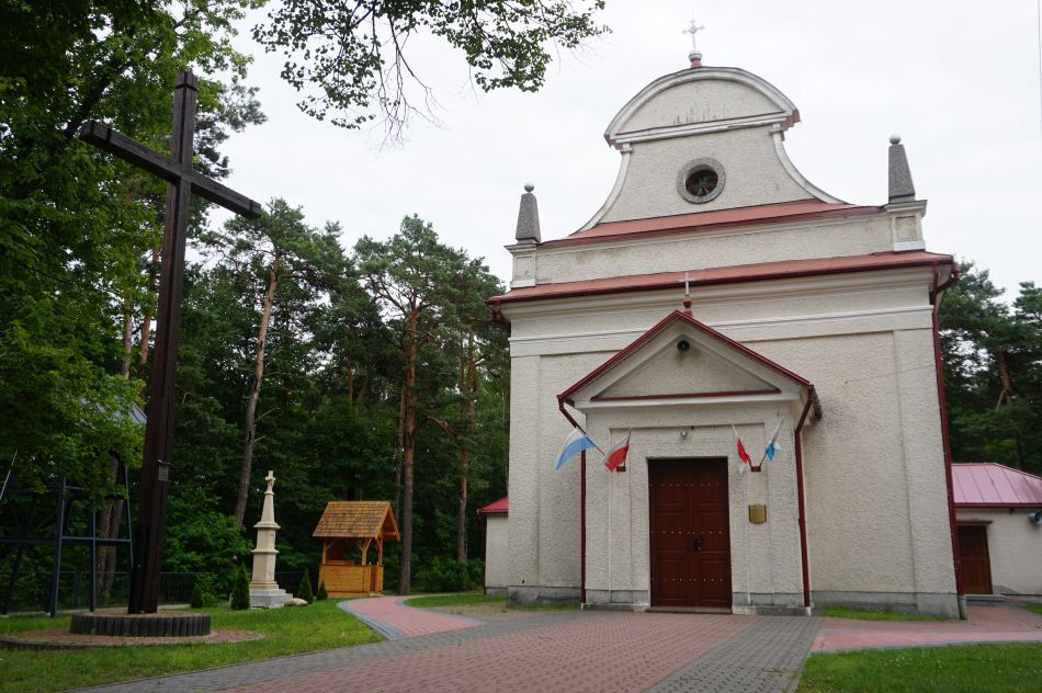 Susiec - kościół Św. Jana Nepomucena