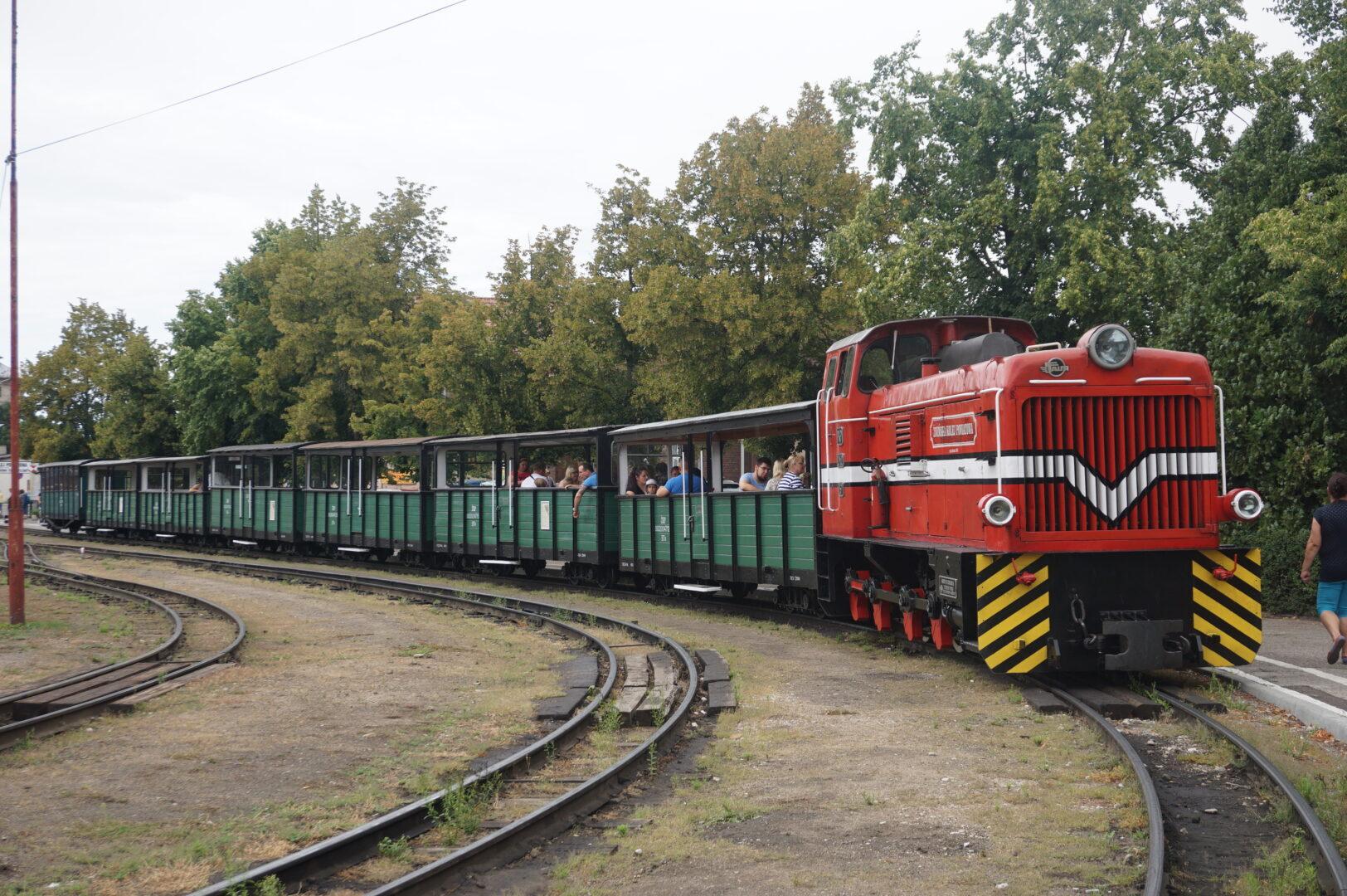 Jedną zatrakcji Żnina jest przejazd zabytkowymi wagonami Żnińskiej Kolei Powiatowej